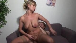Blonde reife Hausfrau gebumst